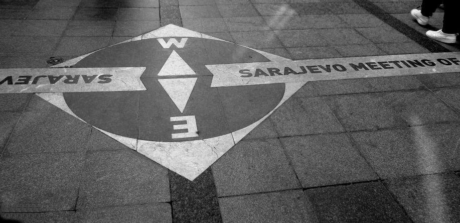 Bodenmarkierung in Sarajevo / c K. Bloderer